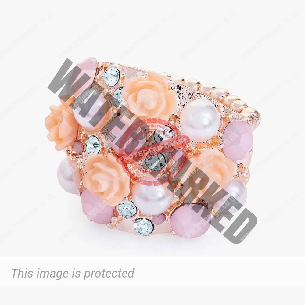 Rose gold fashion ring.